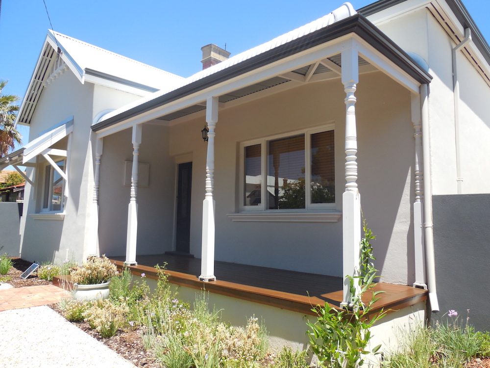 Gorgeous Home In White, Cream, Natural Decking, Charcoal Trim & Lovely Veranda - Perth.